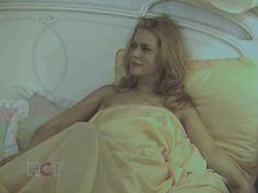 Голая попа Алены Яковлевой в сериале «Черная комната» фото #15