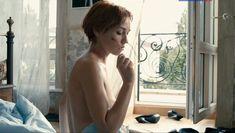 Анастасия Клюева оголила грудь и попу в фильме «Бесприданница» фото #3