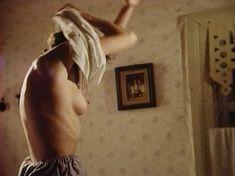Голая грудь Анны Маланкиной в фильме «Заколдованные» фото #16