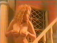 Анна Махова снялась голой в фильме «Секс-вампир в России» фото #8