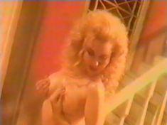 Анна Махова снялась голой в фильме «Секс-вампир в России» фото #11