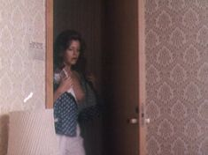 Голая грудь Анны Назарьевой в фильме «Идеальная пара» фото #3