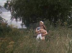 Анна Назарьева снялась голой в фильме «Кумпарсита» фото #11
