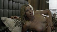 Голые сиськи Анны Невской в сериале «Звоните ДиКаприо!» фото #6