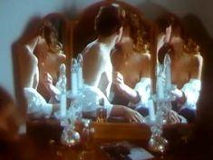 Анна Тихонова снялась голой в фильме «Полет ночной бабочки» фото #9