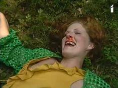 Аурелия Анужите оголила грудь в фильме «Сладкий вкус яда» фото #6