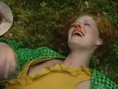 Аурелия Анужите оголила грудь в фильме «Сладкий вкус яда» фото #7