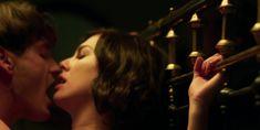 Голая грудь Бланки Суарес в сериале «Телефонистки» фото #8