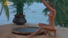 Полностью голая Бо Дерек в фильме «Призраки этого не делают» фото #1