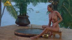 Полностью голая Бо Дерек в фильме «Призраки этого не делают» фото #2