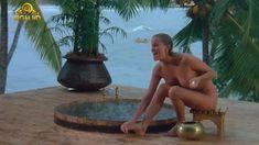 Полностью голая Бо Дерек в фильме «Призраки этого не делают» фото #4