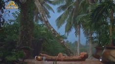 Полностью голая Бо Дерек в фильме «Призраки этого не делают» фото #7