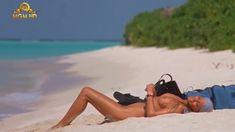 Полностью голая Бо Дерек в фильме «Призраки этого не делают» фото #12