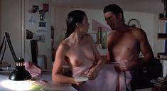 Полностью голая Валери Каприски в фильме «На последнем дыхании» фото #15
