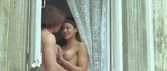 Красивая голая грудь Валерии Бордо в фильме «Близкий враг» фото #2