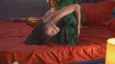 Валерия Сухачева засветила грудь в сериале «Предатель» фото #15