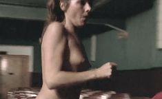 Виржини Виньон показала голую грудь в фильме «Убийственное лето» фото #3