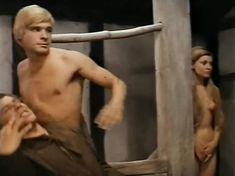 Гитте Хеннинг оголила грудь и попу в фильме «Сага о викинге» фото #6