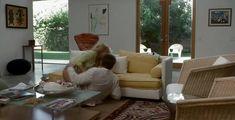 Голая попа Голди Хоун в фильме «Город и деревня» фото #8