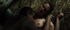 Полностью голая Дарья Екамасова в фильме «Жила-была одна баба» фото #28