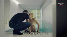 Голая грудь Дарьи Мороз в сериале «Содержанки» фото #3