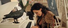 Даша Астафьева оголила грудь и попу в фильме «Свингеры» фото #18