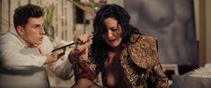 Даша Астафьева оголила грудь и попу в фильме «Свингеры» фото #34
