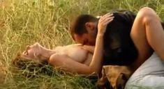 Голая грудь Джоан Северанс в фильме «Озеро любви» фото #23