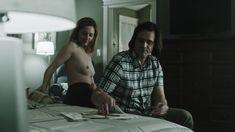 Голая грудь Джуди Грир в сериале «Шучу» фото #5