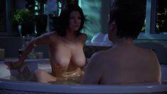 Шикарная голая грудь Джулии Андерсон в сериале «Мастера ужасов» фото #3