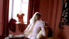 Елена Великанова засветила грудь в фильме «Ванечка» фото #1