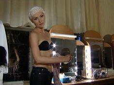 Голая грудь Елены Ксенофонтовой в сериале «Театр обреченных» фото #2
