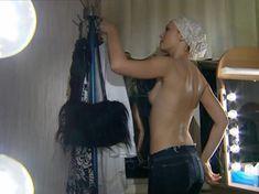 Голая грудь Елены Ксенофонтовой в сериале «Театр обреченных» фото #5