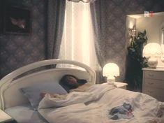 Елена Сафонова засветила грудь в фильме «Принцесса на бобах» фото #3