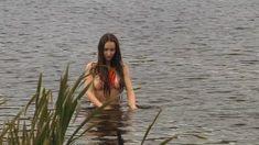 Голая грудь Елены Фесуненко в сериале «Смерть шпионам: Крым» фото #2