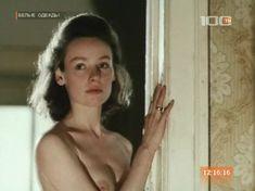 Жанна Эппле оголила грудь в сериале «Белые одежды» фото #2