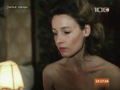 Жанна Эппле оголила грудь в сериале «Белые одежды» фото #3