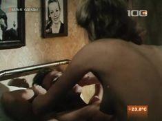 Жанна Эппле оголила грудь в сериале «Белые одежды» фото #4
