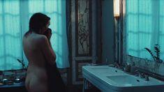 Полностью голая Жюли Соколовски в фильме «Хадевейх» фото #1