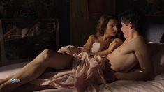 Привлекательная Жюлия Мараваль снялась голой в сериале «Пансионат Борегар» фото #5