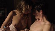 Привлекательная Жюлия Мараваль снялась голой в сериале «Пансионат Борегар» фото #8