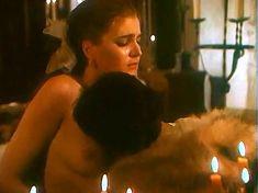 Ивона Катажина Павлак показала голую грудь в фильме «Седая легенда» фото #1