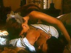 Ивона Катажина Павлак показала голую грудь в фильме «Седая легенда» фото #7
