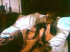 Ивона Катажина Павлак показала голую грудь в фильме «Седая легенда» фото #12