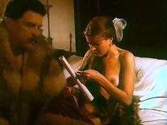 Ивона Катажина Павлак показала голую грудь в фильме «Седая легенда» фото #13