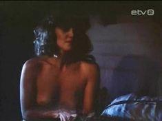 Голая грудь Инары Слуцкой в сериале «Русалочьи отмели» фото #4