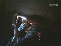 Голая грудь Инары Слуцкой в сериале «Русалочьи отмели» фото #6