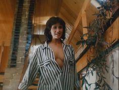 Ирина Шмелева засветила грудь в фильме «Ловушка для одинокого мужчины» фото #8