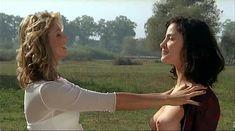Ия Парулава показала голую грудь в фильме «Грузинский виноград» фото #8