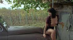 Ия Парулава показала голую грудь в фильме «Грузинский виноград» фото #12
